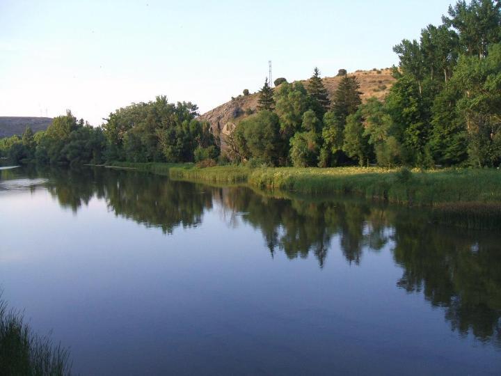 Fomento y Medio Ambiente y la Confederación Hidrográfica del Duero estudian las vías de intercambio de información en alertas porinundaciones