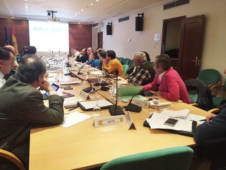 Fernando Miranda analiza con el sector vitivinícola la aplicación del régimen de autorizaciones de plantaciones de viñedo en2016