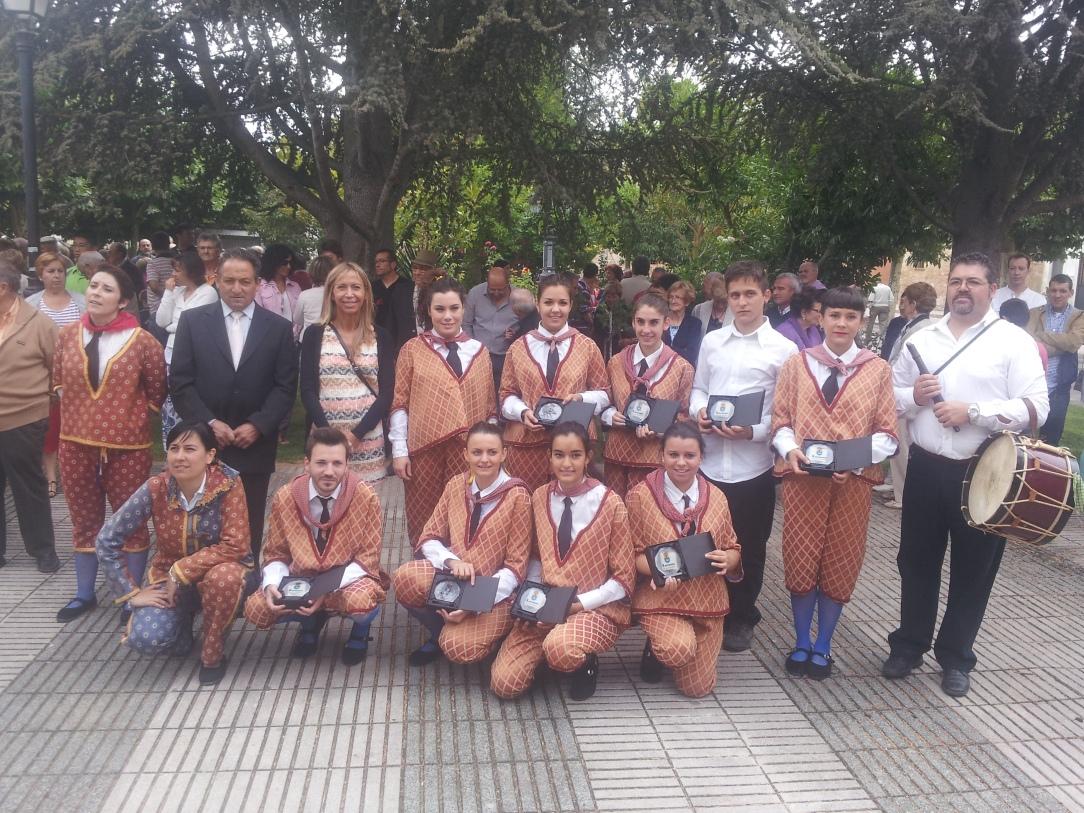 grupo danzas paloteo villamediana (1)
