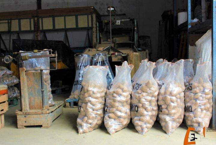 25 tiendas y 20 agricultores se suman  a la campaña de apoyo a cultivadores  y vendedores de patata de la provincia que impulsa la Diputación dePalencia